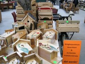 Vogelhuisjes van kringloophout