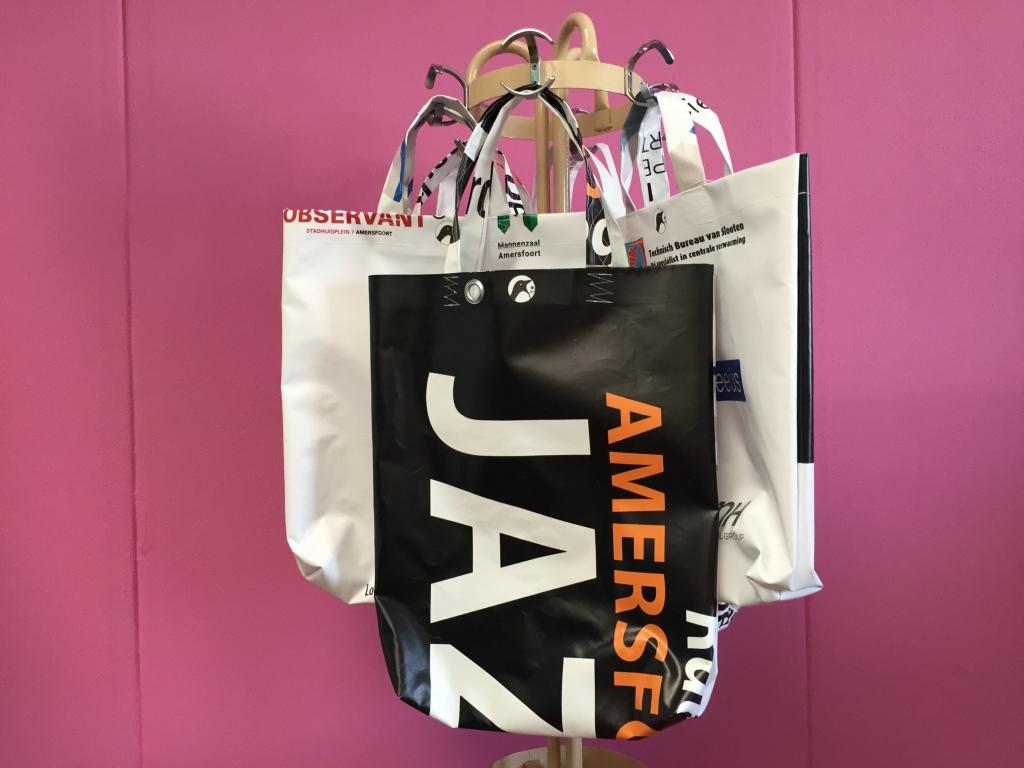 Partij Tassen Te Koop : Jazzfestival tassen vanaf vandaag te koop in