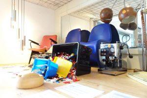 Bijzondere items in veilingkast Kringloop Amersfoort